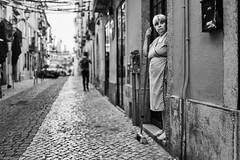 Lissabon Gente de Lisboa 4 bw (rainerneumann831) Tags: bw blackwhite street streetscene ©rainerneumann urban monochrome candid city streetphotography blackandwhite frau gentedelisboa