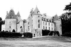 Château de Blancafort (Philippe_28) Tags: blancafort cher 18 berry france europe château castle 24x36 argentique analogue camera photography film 135 bw nb