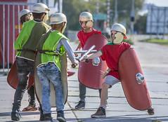 Vechten als een echte Romein (Rotterdamsebaan) Tags: rotterdamsebaan denhaag trefpunt archeologie binckhorstlaan romeinen vechten schild helm speer