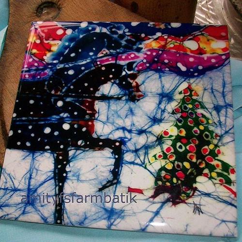 #etsy shop: Christmas SleighTrivet - Horses Trot to Christmas Tree - Christmas Ceramic tile https://etsy.me/2STROBY. #horses #batik #ceramictile #sleigh #Christmas Tree #horselover #amityfarmbatik