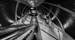 Time Tunnel (Blende1.8) Tags: köln cologne heumarkt underground station metro tunnel tunnelview tunnelblick modern contemporary nrw ubahn bahnhof wideangle sel1224g sony alpha ilce7rm2 a7rii a7rm2 1224mm architecture architektur urban rolltreppe rolltreppen escalator city carstenheyer futuristisch mono monochrome monochrom schwarzweis blackandwhite bw ceiling