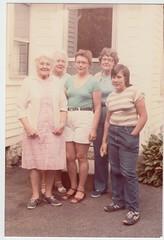1982_08_Nana_Jean_Marjie_Barbara_Jen (Ken_Mayer) Tags: mayer family vinsonhallclearout