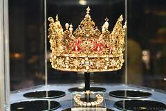 Crown of Christian IV (1596) (Bri_J) Tags: rosenborgcastle rosenborgslot kongenshave copenhagen denmark københavn danmark castle museum nikon d7500 crown christianiv crownjewels danishcrownjewels gold pearls dirichfyring odense