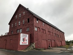Apple Picking Barn 3 (Lux Llama Productions) Tags: barn apple picking fall natick framingham lookout farms family couple 2018 apples many plenty lot hay leaf leaves crate box peach pear plant plants maple trees tree grass grape grapes bench orange picnic red
