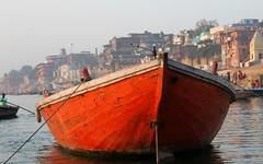 varanasi red boat (kexi) Tags: varanasi benares india asia red boat river water ganga ganges holy canon february 2017 instantfave abigfave