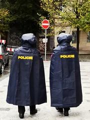 rainy day (Berliner1963) Tags: tschechien böhmen bohemia prag praha prague dejvice polizei police policie regencape regenponcho