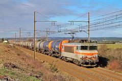 Rayon de soleil, béton et hydrocarbures pour Miramas (elise_vdbrc) Tags: chemindefer marchandises locomotive railway france nîmes manduel gard miramas saintjory bb7200 sncf train