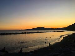 Prima e dopo (martinafuggini) Tags: sky cielo rosso tramonto italia liguria chiavari