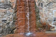 DSC_8539 (griecocathy) Tags: source eau mur pierre fer rouille gris beige vert