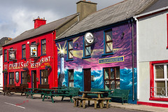 'O Neill's pub and the Lighthouse Inn - Allihies - Beara peninsula - Ireland 2018 (Wilma v H- Back from Beara in Ireland! Behind!) Tags: allihies bearapeninsulaireland ireland westcork cocork oneillspuballihies lighthouseinnallihies eire 2018 ireland2018 holiday travel pubs irishpubs canoneos60d sigma35mmf14lens luminositymasks tkactionsv6panel streetphotography