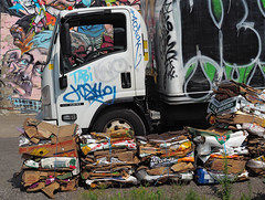 (geowelch) Tags: toronto dundasstwest urbanfragments newtopographics microscapes truck wallart recycling olympusomdem1 panasoniclumixgvario1445mm