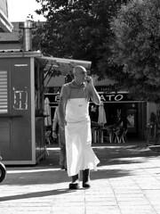 Break to talk. Pausa para hablar. (José María Calpena) Tags: blackandwhite blancoynegro shoporstallsellingchurros trees workers market people shade sun churreria arboles trabajadores mercado gente sombra sol colmenarviejo madrid spain