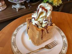 honey toast (Hideki Iba) Tags: bread toast honey icecream yummy kobe iatethis iphone iphone8