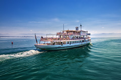 Leaving (FocusPocus Photography) Tags: bodensee lakeconstance see lake fähre ferry schiff ship wasser water dunst haze