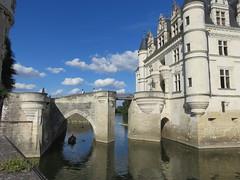 Château de Chenonceaux, on the Cher river. (Traveling with Simone) Tags: cher chenonceaux water bridge pont eau rivière river architecture castle château reflection boat barque reflets clouds nuages