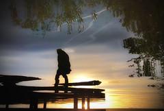 Ein Tagedieb (mabumarion) Tags: iphone abstrakt zwischentagundnacht krickenbeckerseen wordspielereien stimmung silhouetten sonne steg reflextion ufer wasser herbsttag tagedieb abendlicht sonnenuntergang sunset