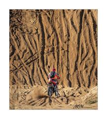 the challenge - the wall of sand (mmsig) Tags: 2018 3h3stunden brelingen deutschland enduro germany hannover kiesgrube motoxmotocross niedersachsen rennen sandgrube sport vdth vordentorenhannovers wedemark action dust lowersaxony mmsig msghannover motocross bike motorrad steilwand fliegen driver crash vor den toren hannovers moto x himmel sand wand wall spurrillen