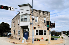 Mibb's & Viv's - Lannon, Wisconsin (Cragin Spring) Tags: mibbsvivs lannon lannonwi lannonwisconsin wisconsin wi midwest unitedstates usa unitedstatesofamerica intersection corner building architecture road street restaurant fishfry fridayfishfry