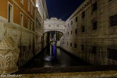 Venice, the Bridge of Sighs, after midnight (Gian Floridia) Tags: bridgeofsighs dogespalace pontedeisospiri pontedellacanonica prigioninuove rivadeglischiavoni venezia venice bynight mezzanotte midnight notturno palazzoducale veneto italy it
