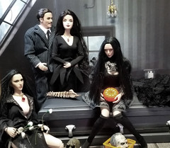(Cremdon) Tags: 16scale actionfigures halloween addams