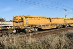 501328 Kingsthorpe 290918 (Dan86401) Tags: wilsonscrossing kingsthorpe northampton wcml 6w03 501328 mra mrae sidetipping bogie open ballast wagon trinityrail freight nr networkrail engineers departmental infrastructure