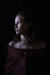 Espoir (Willie-Crée) Tags: portrait femme regard contraste ombre lumière buste vieux woman obscurité