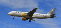 Vueling / Airbus A320-214 / EC-KRH (vic_206) Tags: bcn lebl vueling airbusa320214 eckrh