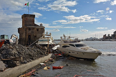 The day after (Maurizio Boi) Tags: rapallo liguria mareggiata storm barca boat yacht nave italy disastro disaster