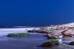 Anochece en la playa (GermanVPH) Tags: night beach playa longexposure sea wave noche larga exposicion