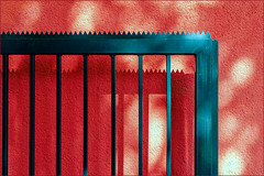 The red wall (Eva Haertel) Tags: eva haertel sonyilce6500 stadt city strase street wand wall fassade rot red tor door sunlight sonnenlicht ligbt licht schatten shadow