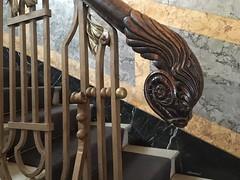 Das Ende vom Geländer (Sockenhummel) Tags: geländer handlauf treppe treppenhaus railing holz stairway