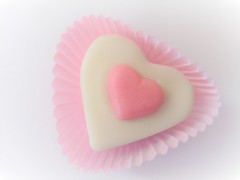 Biscuit (Hannelore_B) Tags: herz heart plätzchen biscuit bfood macromondays pink highkey