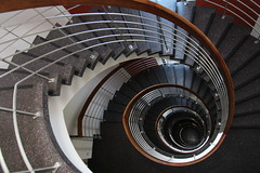 (Elbmaedchen) Tags: staircase stairwell stairs stufen steps treppenhaus treppenauge treppe upanddownstairs roundandround spirale spiral escaliers escaleras interior architektur architecture berlin tiergarten