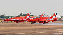 RAF Red Arrows (Green 14 Pictures) Tags: avgeek avporn airforce airshow aircraft airplane airport aviation baesystems baesystemshawk baesystemshawkt1a demonstration egva england ffd fairford fighter gb greatbritain hawk hawkt1a military raf raffairford riat redarrows royalairforce royalairforceaerobaticteam royalairforcefairford royalinternationalairtattoo t1a uk unitedkingdom kempsford verenigdkoninkrijk