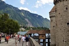 De brug naar het kasteel. (limburgs_heksje) Tags: zwitserland schweiz swiss meervangeneve chateau chillon berner oberland grens