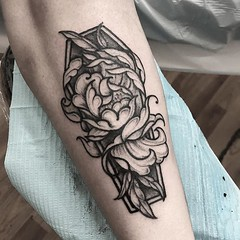 And it's not even October yet ⚰️🌸 Thank you @andrewl0ve !! . .. ... . .. #eyeofjadetattoo #eyeofjade #jeremygolden #jeremy_golden #jeremygoldentattoo #blackwork #blackworkerssubmission #darkartists #blacktattoomag #blxckink #blacktattooart