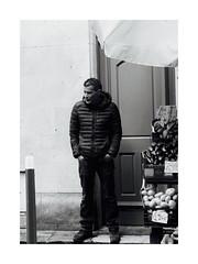 À Vendre à Bordeaux (Professor Bop) Tags: professorbop drjazz olympusem1 blackandwhite bw monochrome monochromatic bordeauxfrance street vendor man whiteborder mosca