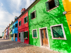 Burano, Italy (pong0814) Tags: canon eos 5dii dslr photography ef1740f4l ultrawide outdoors burano italy veneto italian europe european colorfulhouses color colors vivid pastel green red blue nopeople clouds travel travelphotography tourism vacation october sky clearsky