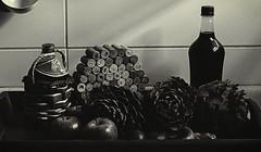 Naturaleza muerta espontánea (jpi-linfatiko) Tags: bn bw bnw bwn stilllife blackandwhite blancoynegro blanconegro blackwhite naturalezamuerta nikon d5200 nikkor40mm28micro objetos objects cocina kitchen vegetales vegetables comida food test prueba ejercicio exercise