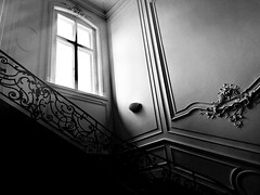 Das Fenster (Renate R) Tags: fenster window treppe stairs staircase treppenhaus light licht
