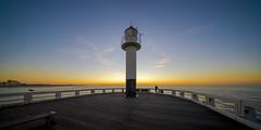 _I_ (Blende1.8) Tags: nieuwpoort lighthouse leuchtturm pier belgien belgium westvlaanderen vlaanderen seascape landscape wideangle 10mm voigtländer voigtlaender ultraweitwinkel sony alpha a7rii a7rm2 ilce7rm2 emount küste coast horizont horizon evening sunset nordsee northsea heliarhyperwide flandern westflandern carstenheyer