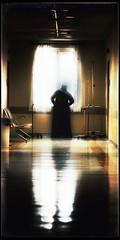 Hospital appearances (PattyK.) Tags: snapseed nikond3100 ellada greece grecia griechenland hellas ioannina giannena giannina epirus ipiros balkans ιωάννινα γιάννενα ήπειροσ ελλάδα βαλκάνια woman window silhouette corridor σιλουέττα παράθυρο διάδρομοσ νοσοκομείο χατζηκώστα hospital