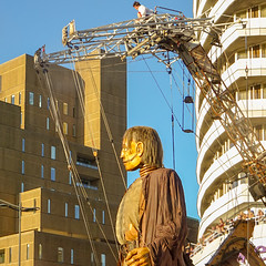 JUST ME, THE SUN AND A GIANT (CloudBuster) Tags: liverpools dream royal de luxe liverpool united kingdom france nantes culture october 2018 giant spectacular giants city streettheatre sun sunset