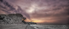 (463/18) Un cielo de color (Pablo Arias) Tags: pabloarias photoshop ps capturendx españa photomatix nubes cielo arquitectura paisaje amanecer playa mar agua mediterráneo arena montaña elparaíso villajoyosa alicante