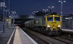 First attempt at shooting in the dark. (kevaruka) Tags: ilkeston derbyshire station evening twilight trains train transport autumn september 2018 colour colours color colors flickr thephotographyblog front page telephoto dof depth bokeh england class 66 60 43 canon eos 5d mk3 70200 f28 is mk2 5d3 5diii red yellow 60011 tree railroad sky locomotive