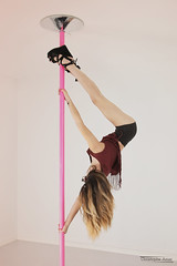 Marie (2) - Gap - Septembre 2018 (Le Rêv'elle ateur) Tags: canon eos 6d eos6d pleinformat fullframe tamron2875f28 paca hautesalpes gap modèle femme woman portrait marie shooting intérieur inside pole dance poledance talonshauts highheels chaussures shoes jambe leg cheveux chevelure hair