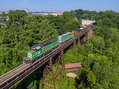 Cascade Green at Cascade Park (Nolan Majcher) Tags: we wle emd sd402 6387 bn burlington northern wheeling lake erie train akron oh ohio