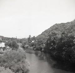 Ironbridge Gorge, Shropshire (AJH_1) Tags: zeiss ikon nettar 120mm roll film kodak tmax 100 bw blackandwhite monochrome england uk shropshire landscape river severn