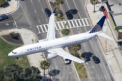 United N37464 17-5-2018 (Enda Burke) Tags: avgeek n37464 usa unitedstatesofameria united unitedairlines aviation airplane boeing boeing737 boeing737900 landing losangeles california socal airport lax klax