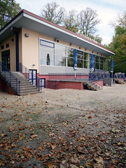 Das Milchhäuschen. / 22.10.2018 (ben.kaden) Tags: berlin weisensee parkamweisensee milchhäuschen architekturderddr architektur ostmoderne ludmillaherzenstein 1976 2018 22102018 parkgaststättemilchhäuschen